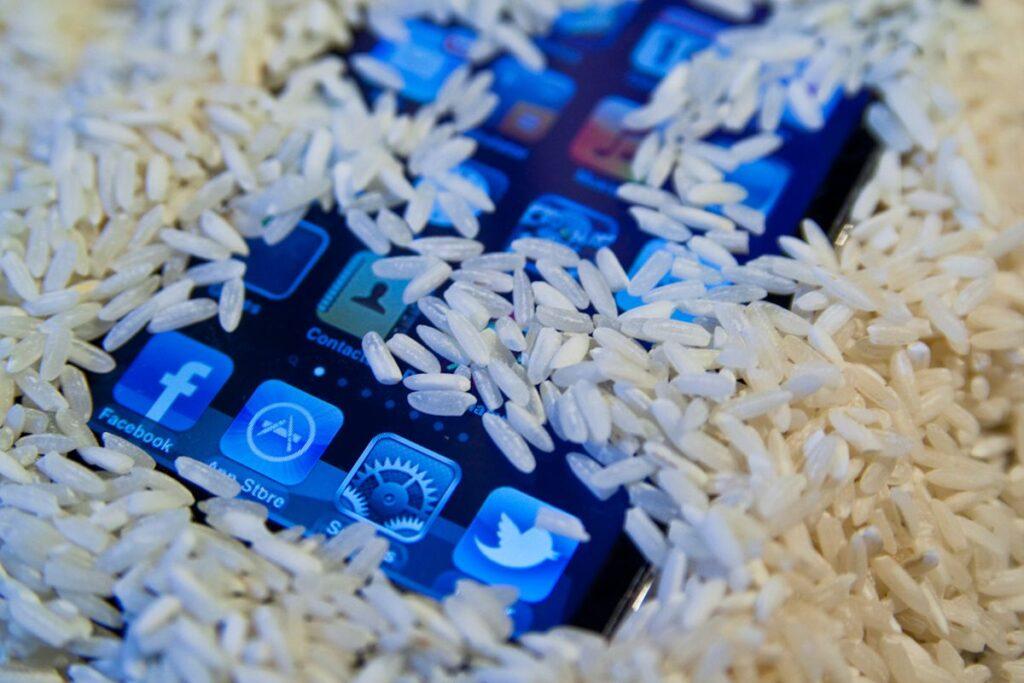 mobitel upadne u vodu